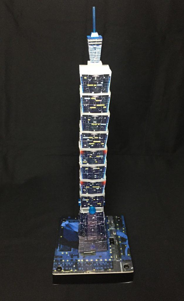 3D Puzzle Taipei 101 bei Nacht von Ravensburger Turm fertig aufgebaut