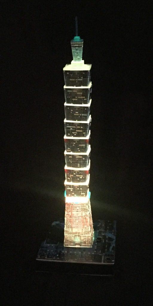 3D Puzzle Taipei 101 bei Nacht von Ravensburger Turm gelb beleuchtet